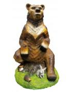 Медведица на пеньке