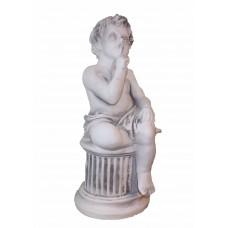 Мальчик на колонне